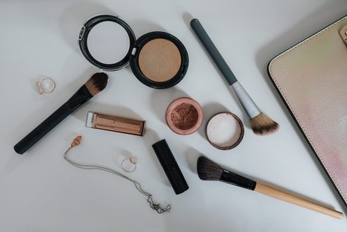 Get the best look by using high-quality makeup mirrors