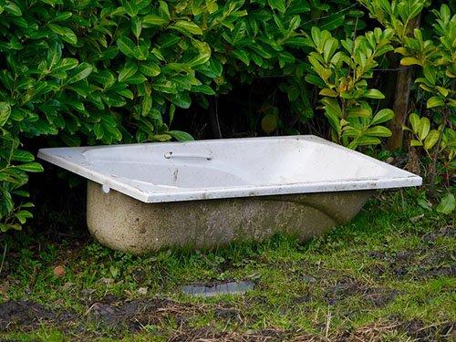 Worn-out acrylic bathtub