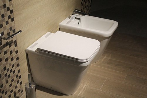 Bathroom toilet with lid